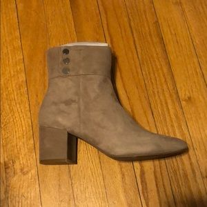 NIB Jones New York Suede Booties